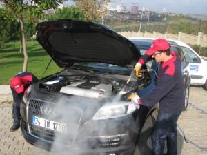 """""""¿Es buena idea lavar el motor de un coche?"""""""